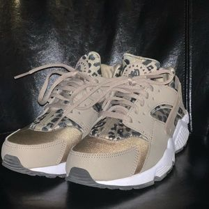 Women's Nike Air Huarache Leopard Running Shoes